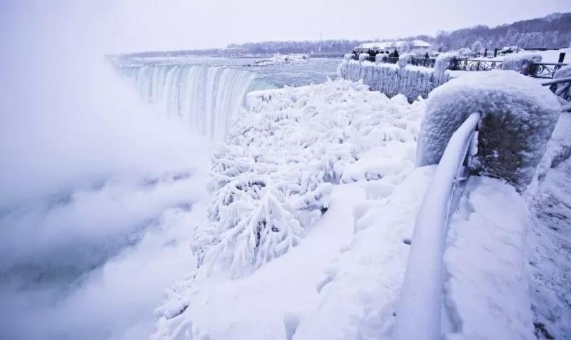 Jelang Awal Tahun 2018, Cuaca Ekstrem Landa USA, Akibatnya Air Terjun Niagara Membeku