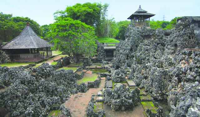 Taman sari Gua Sunyaragi Cirebon.