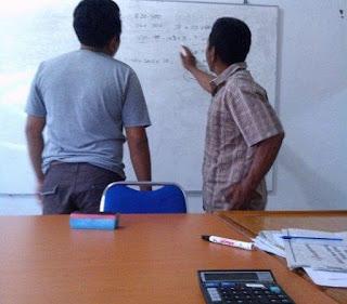 rapat kerja karyawan