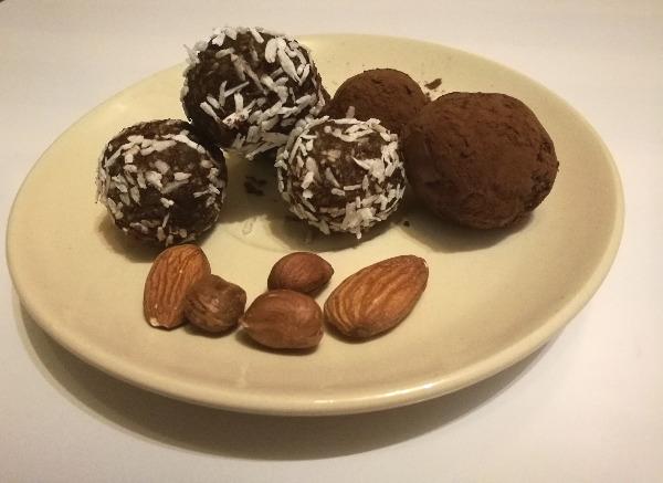 Orzechowo-kokosowe kulki mocy