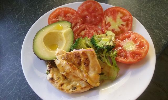 Petto di pollo alla piastra con verdure