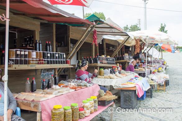 Belen kahvesi yanında minik bir köylü pazarı var, Gevenes Çaybükü köyü Muğla