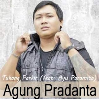 Lagu ini masih berupa single yang didistribusikan oleh label Pradanta Production Lirik Lagu Agung Pradanta - Tukang Parkir (feat. Ayu Paramita)
