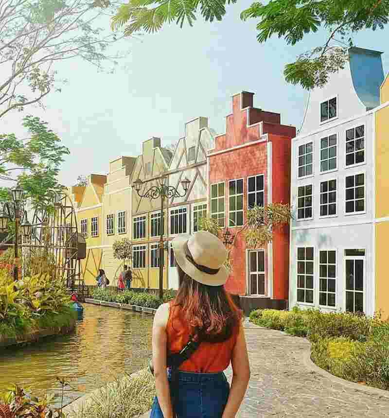 Info Alamat Dan Tiket Masuk Terbaru Devoyage Bogor Kampung Eropa