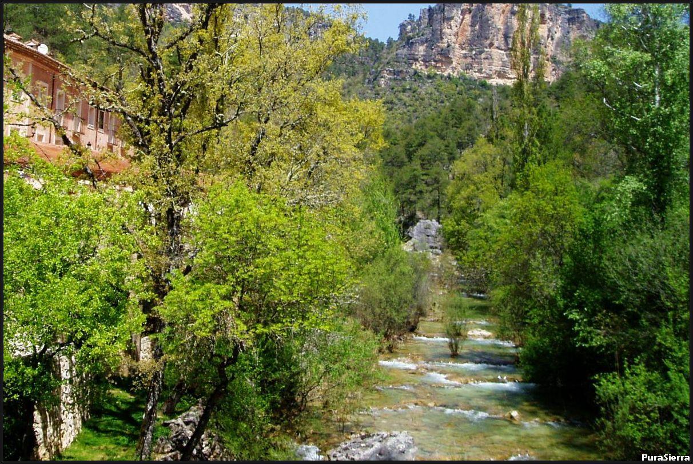 El Río Cuervo en el Balneario De Solán De Cabras