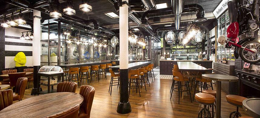 Marzua hisbalit personaliza naparbier bcn una cervecer a con mucho car cter dise ada por - Decoraciones de bares ...