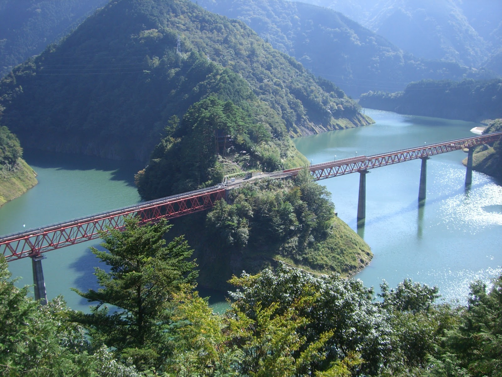 https://3.bp.blogspot.com/-HrLlI1oUghE/WZtfBGy3bcI/AAAAAAAJz2Y/BmmqJ4yjQXsSL2H86wOCVu_xgh8HOsUHQCLcBGAs/s1600/Oku-oi_Rainbow_Bridge_on_Oigawa_railway.jpg