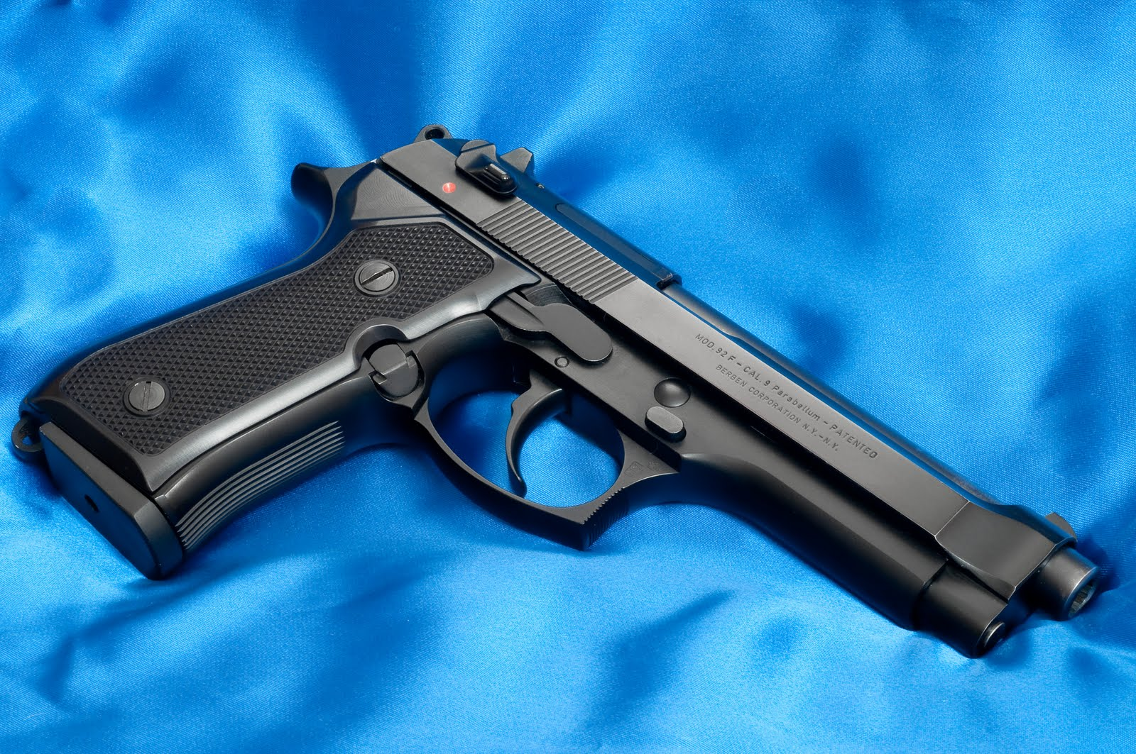 M9 Beretta Photos HD Wallpapers | Desktop Wallpapers