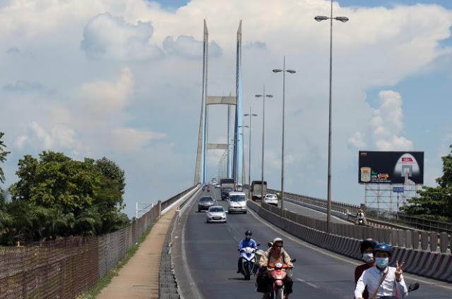 Cây cầu miền tây