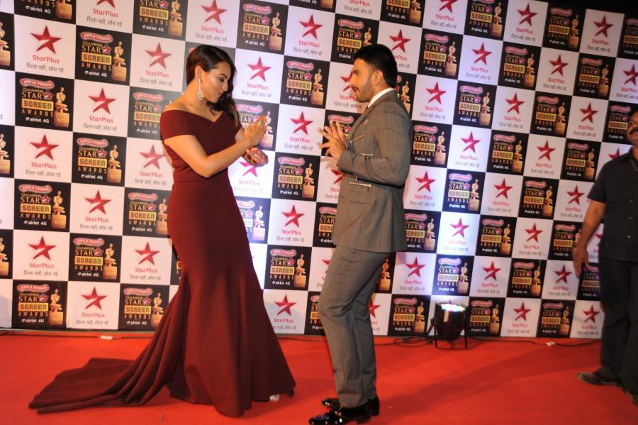 Sonakshi Sinha Images In Maroon Dress At Screen Awards