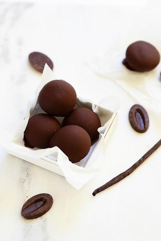 Bonbons de glace vanille enrobés de chocolat