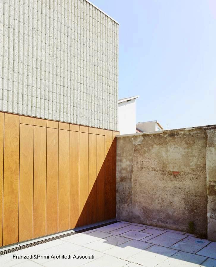 Sector del salón exposición en el extremo en el límite de la propiedad