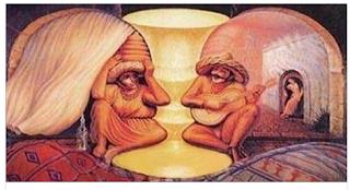 اغرب صورة ستراها رجل وامرأه مسنان لاكن ان كبرت الصورة ستجد شئ اخر !!