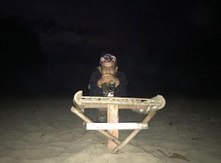 Menunggu sunrise di Pantai Teluk Putri