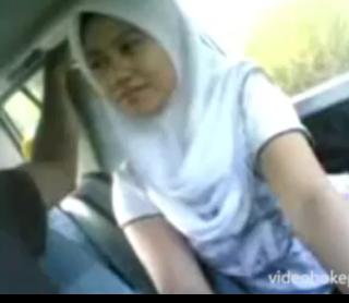 Video bokep cewek jilbab mesum di mobil