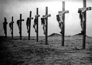 Εσταυρωμένες Αρμένισες κατά τη Γενοκτονία των Αρμενίων από την ταινία «Auction of souls» του 1919