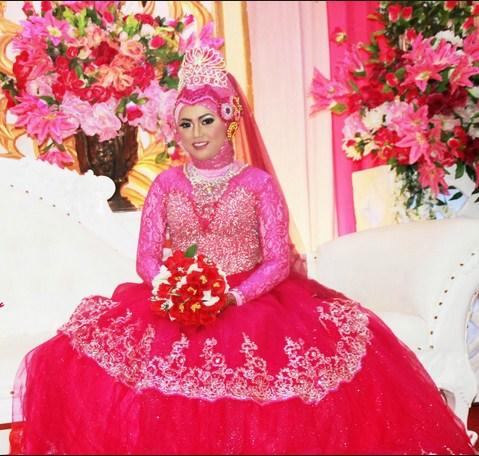 Model Gaun Pengantin Muslim Warna Pink Terbaru