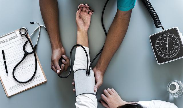 الاطباء في مصر مشكلة خطيره تتجه نحو الكارثه