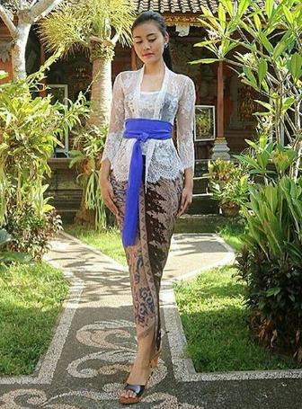Model Kebaya Bali Lengan Panjang Modern Untuk Ibu Hamil