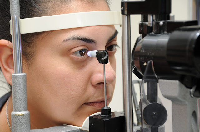 applanation tonometer and slit lamp