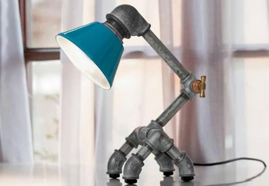 lampu meja unik dari pipa besi bekas