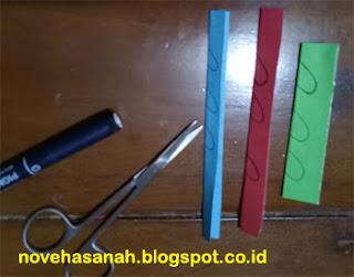 pola yang dibuat dengan pulpen atau pensil untuk membuat ornamen penghias prakarya anak