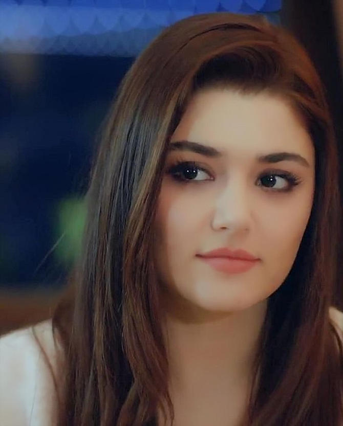 Hande Ercel Cute Expressions Photos