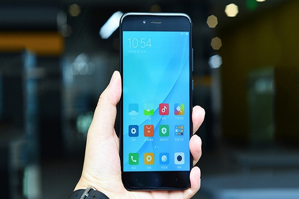 Thay-mat-kinh-Xiaomi-Mi-5X-chinh-hang
