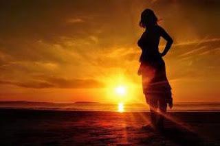 Desierto de mar en la arena de la vida esparcida en la arena del amor.