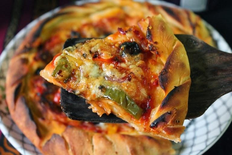 YUMMY TUMMY: Cheese Burst Pizza Recipe / Domino's Cheese ...