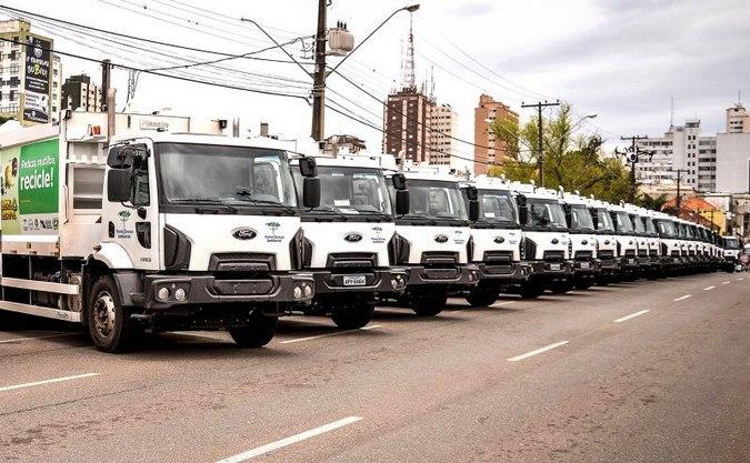 Ford entrega 21 caminhões Cargo Kolector para a Ponta Grossa Ambiental