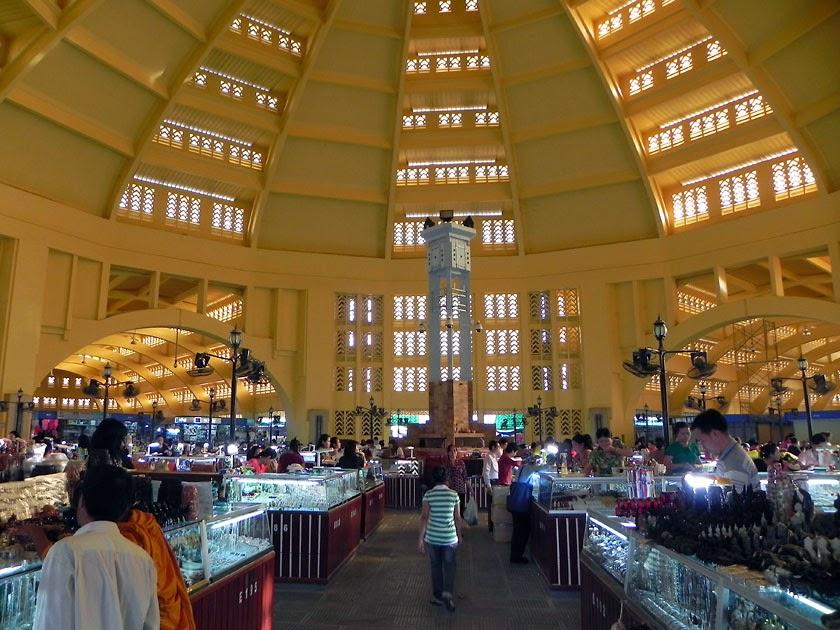 Bên trong Chợ PhSa-Th-Mây