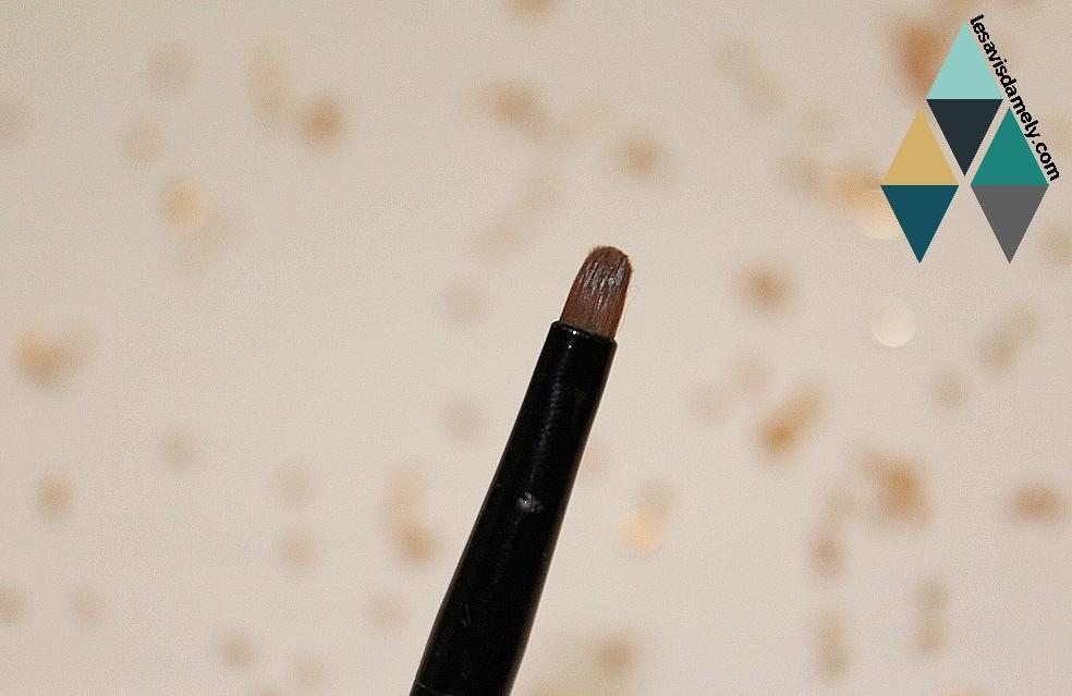 eye liner avec pinceau