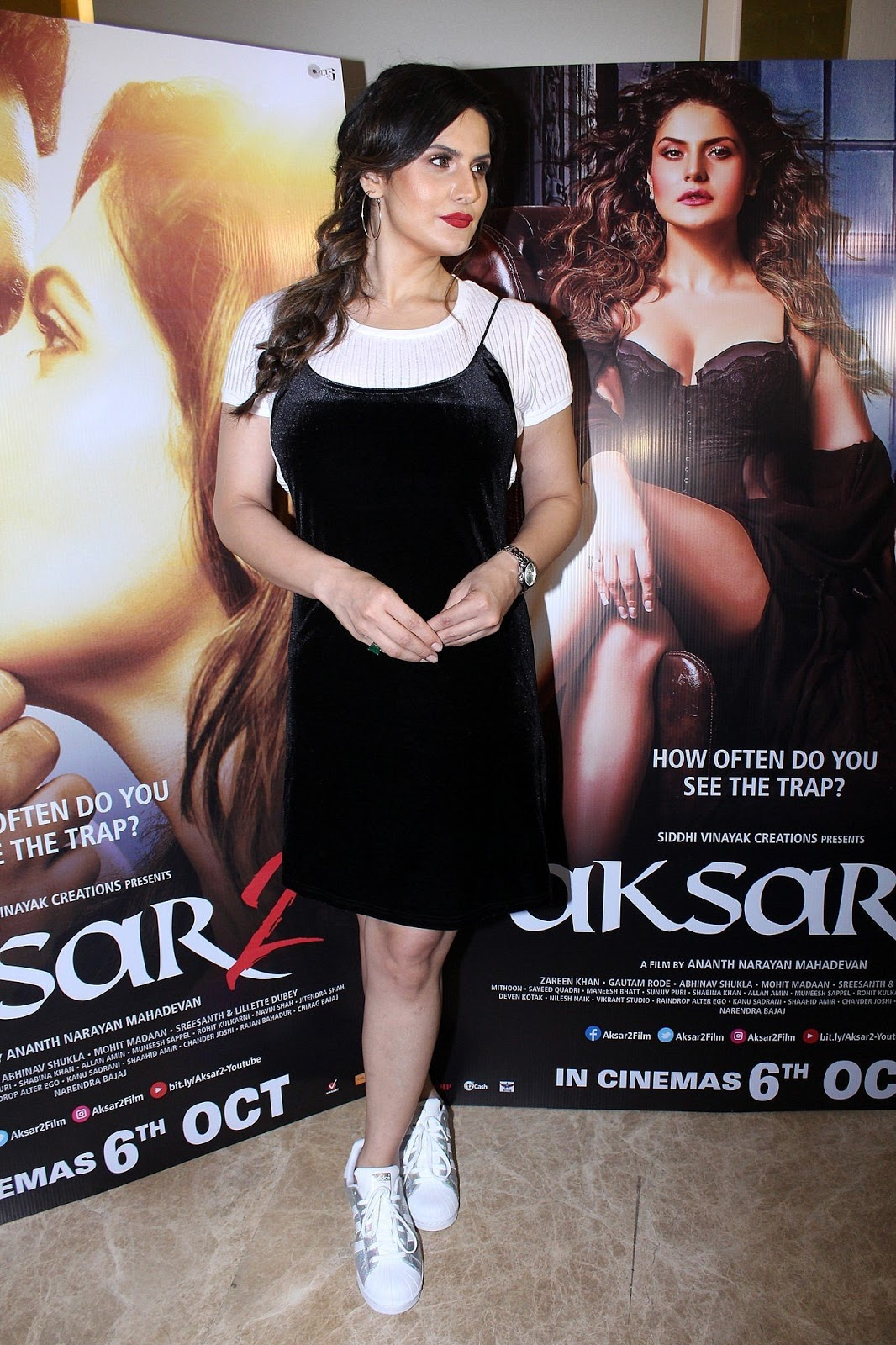 Zareeb Khan Looks Gorgeous in Black Frock at Promotion of Movie Aksar 2