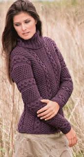 Шерстяной свитер цвета баклажана, связанный одним полотном