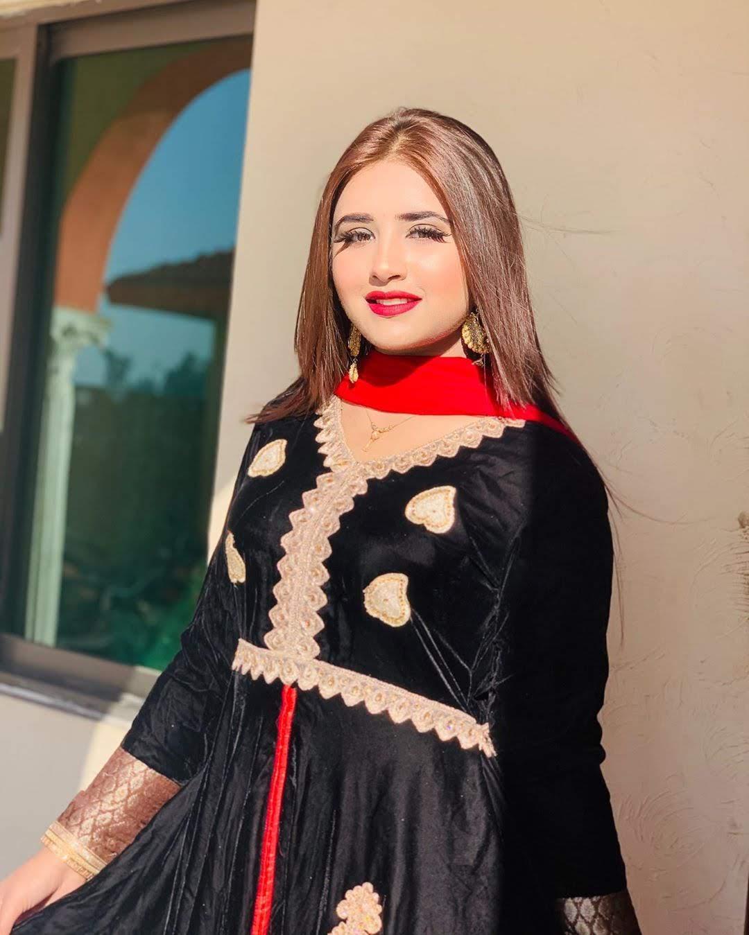 Minahil Malik 6