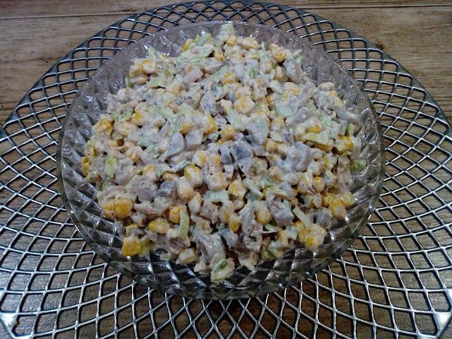 salatka pieczarkowo porowa salatka z kurczakiem salatka z pieczarkami salatka z porem salatka z kukurydza salatka bankietowa salatka na impreze salatka swiateczna