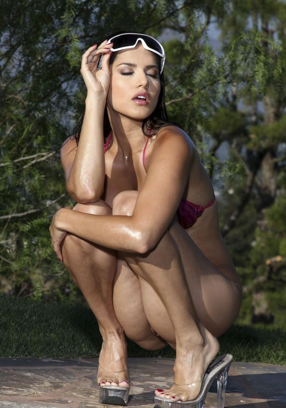 Hot And Sexy Sunny Leone Spicy Bikini In Oily Body -8570