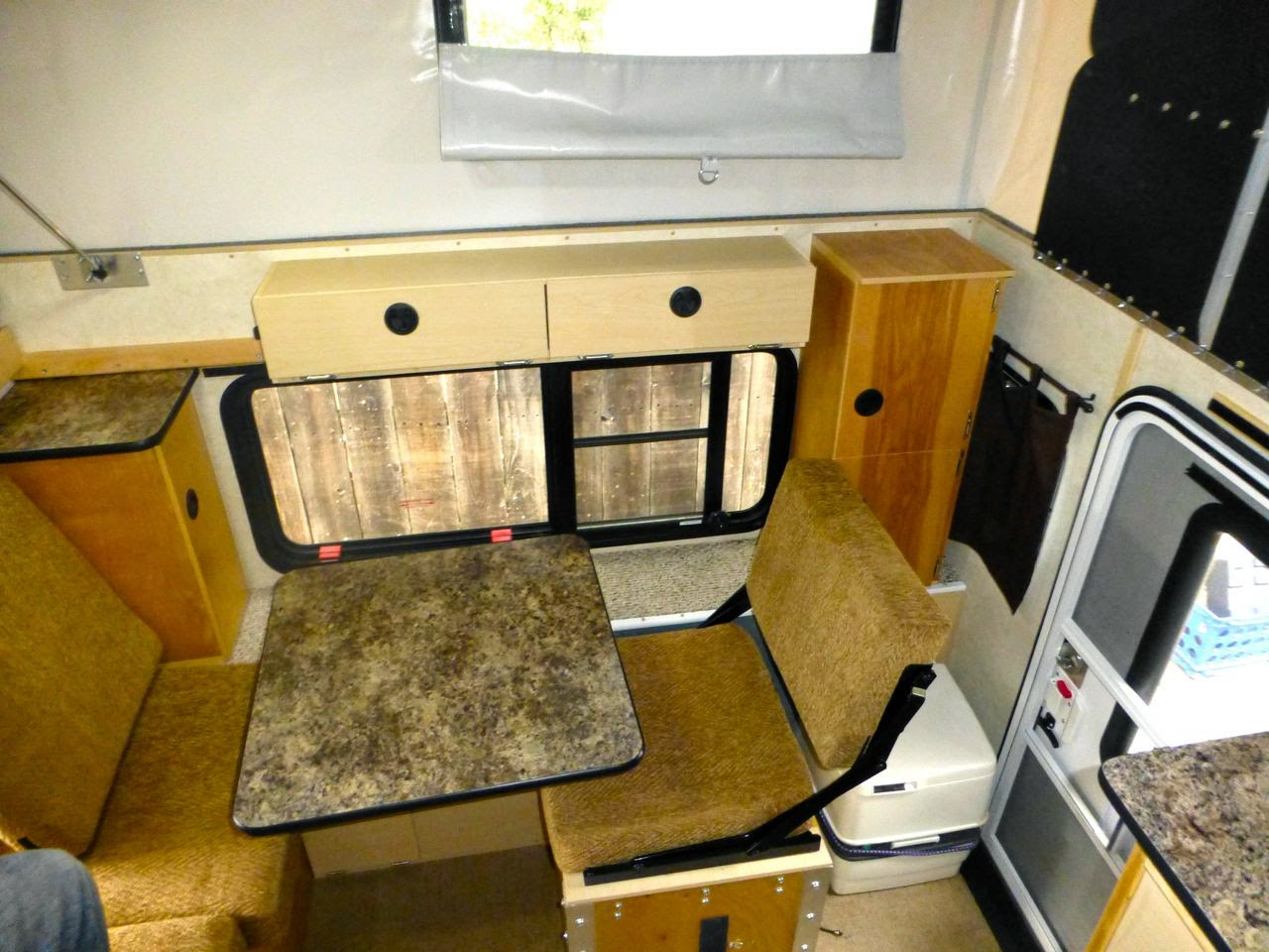 Hawk - Side Dinette - Four Wheel Camper Discussions - Wander the West