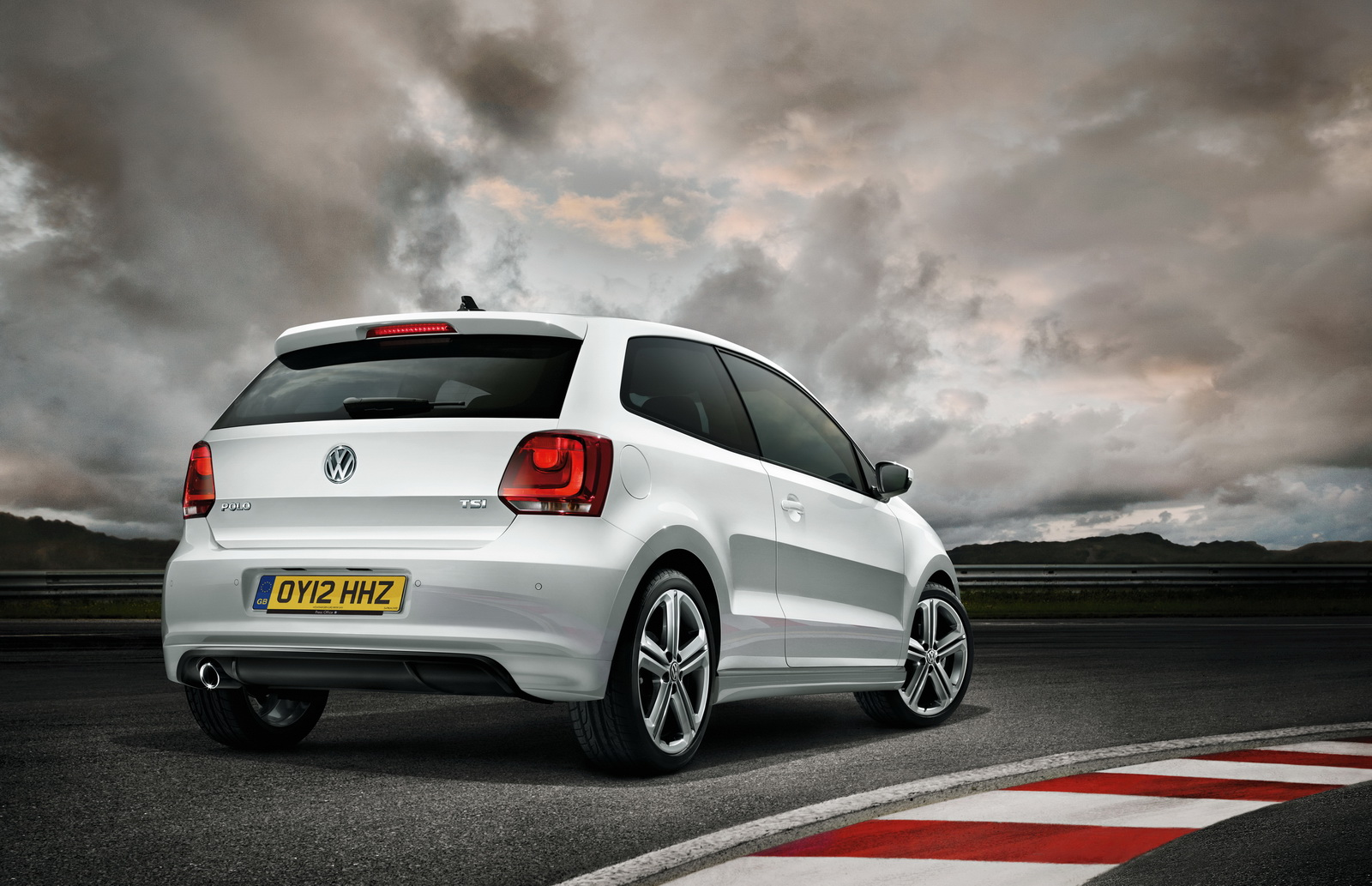 volkswagen polo r line adding more style to the substance auto car. Black Bedroom Furniture Sets. Home Design Ideas
