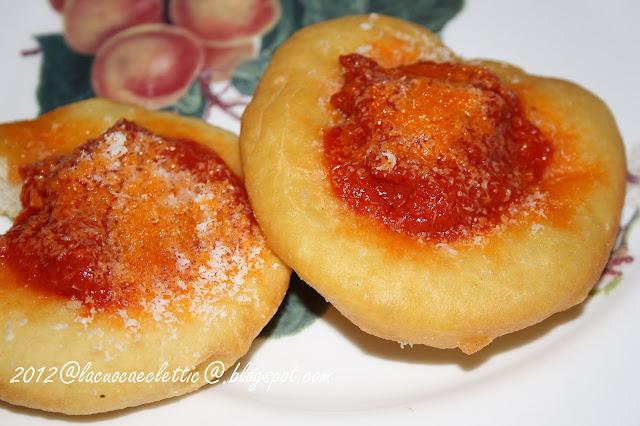 Pizzette fritte e...dessert con zucchero e cannella
