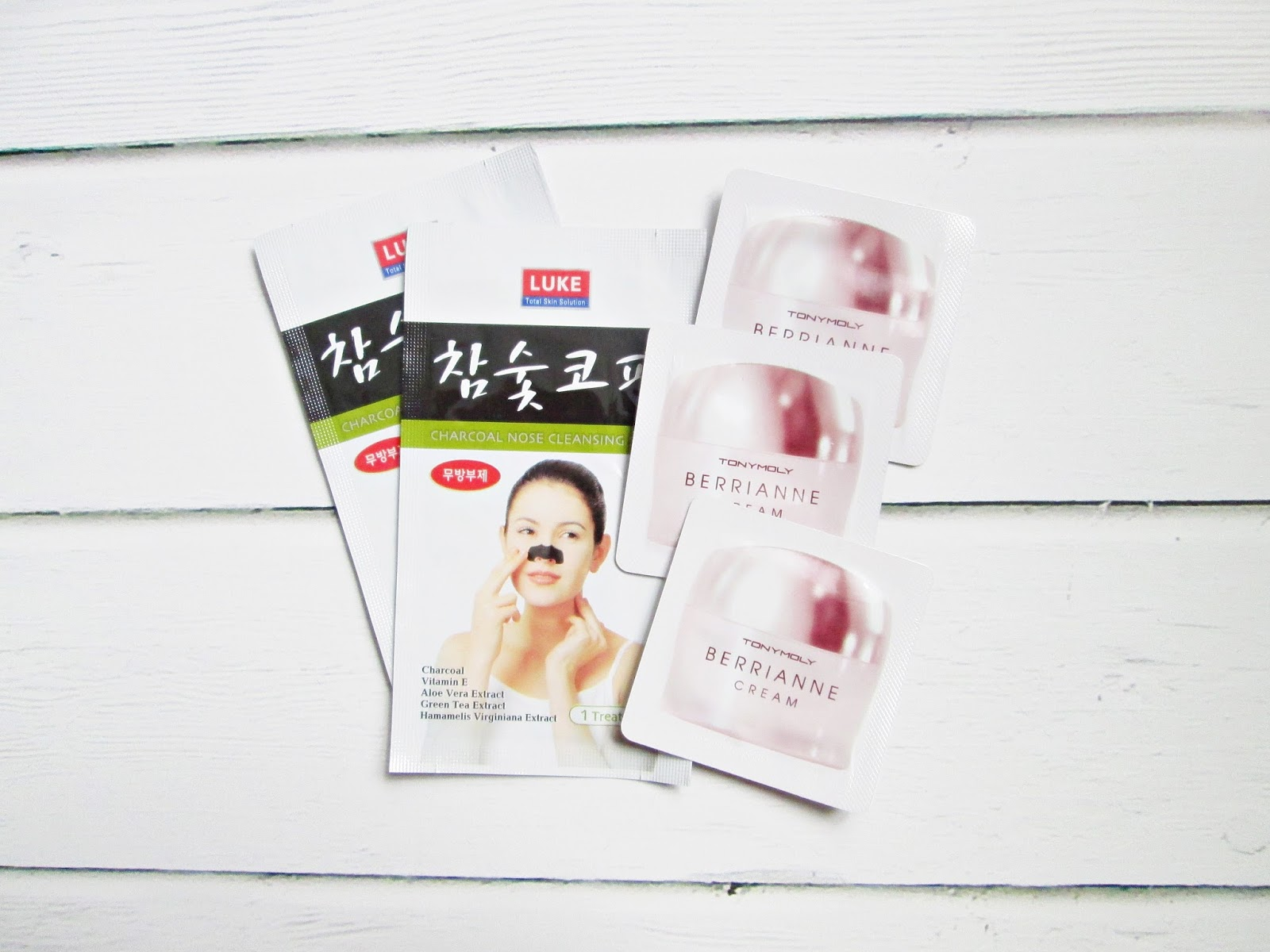 płatki na wągry Luke Nose Charcoal Cleasing Strips, krem Tony Moly Berrianne Cream