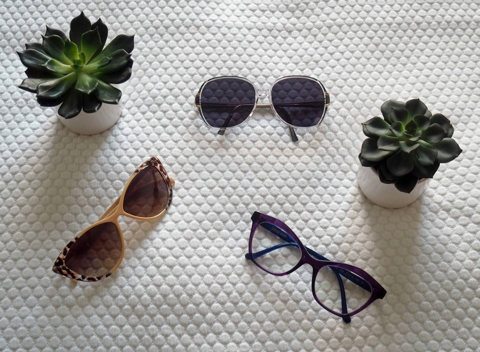 Holiday-packing-travel-Nerja-sunglasses