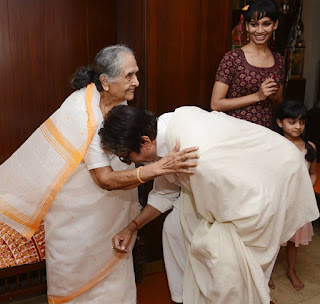 Amitabh Bachchan celibrating vitern actress sulochna birthday
