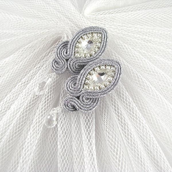 Kolczyki ślubne do sukni ślubnej z rękawkami.