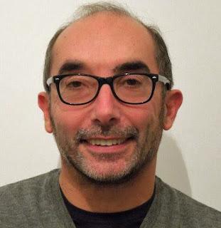 """Roberto Guarnieri, autore dei racconti di fantascienza """"Ritorno al liceo"""" e """"Test di intelligenza"""" su Altrisogni Vol.1 e Altrisogni Vol.2 (dbooks.it)."""