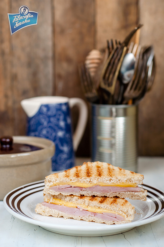 Kanapki z serem i szynką