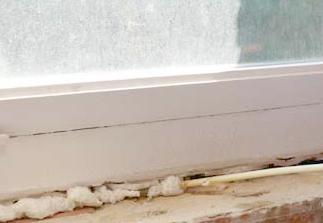 Aplicación de espumade poliuretano en sellado de ventana