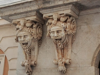 balcones de cámara de comercio de cadiz de cerca