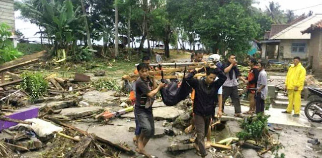 Korban Tsunami Dipungli Jutaan, Edan Ini Namanya...